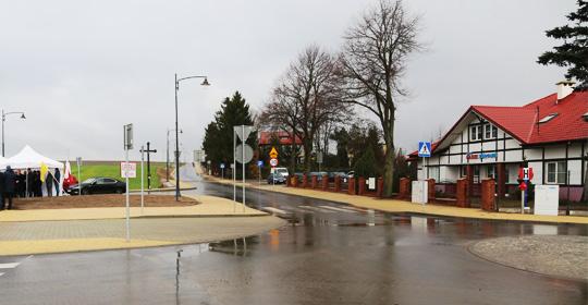 Nowa droga przy Ośrodku Zdrowia w Kielnie